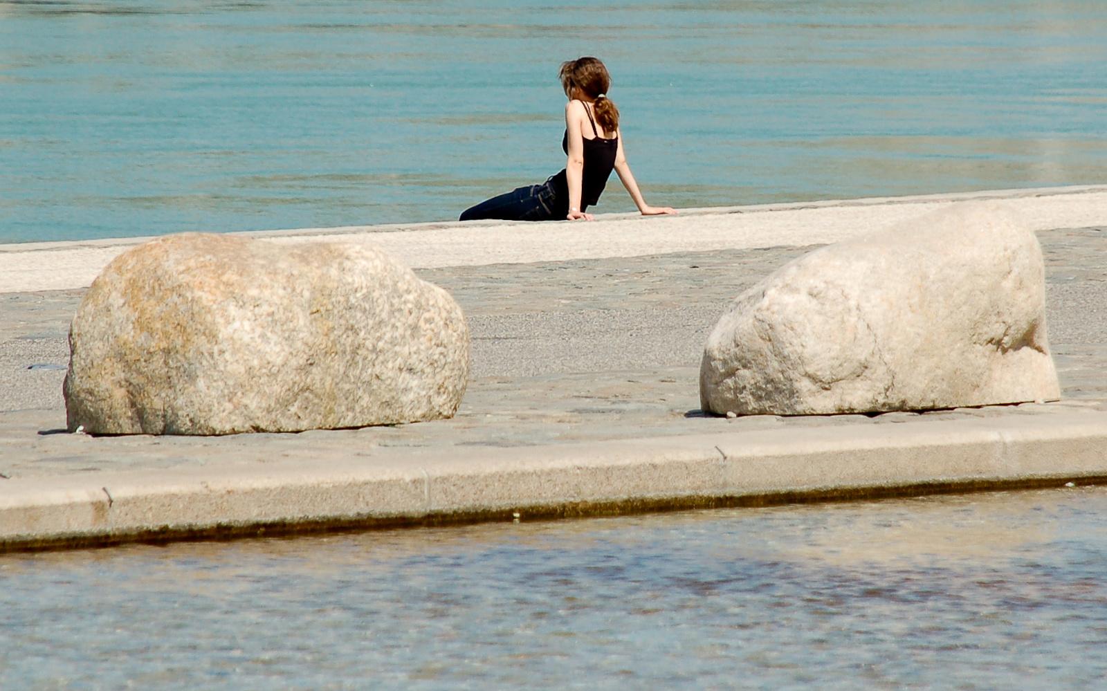 Víz, kövek és egy lány