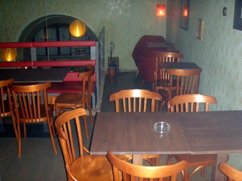 Felső szintnek asztalai