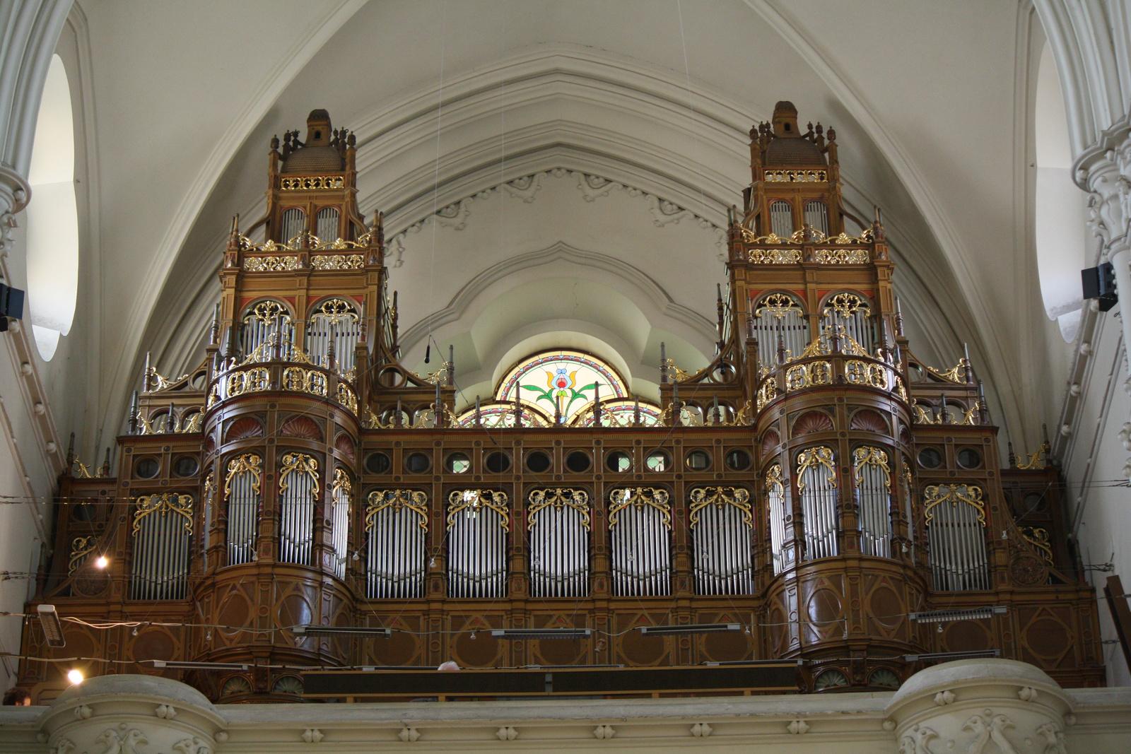 Kéttornyú orgona