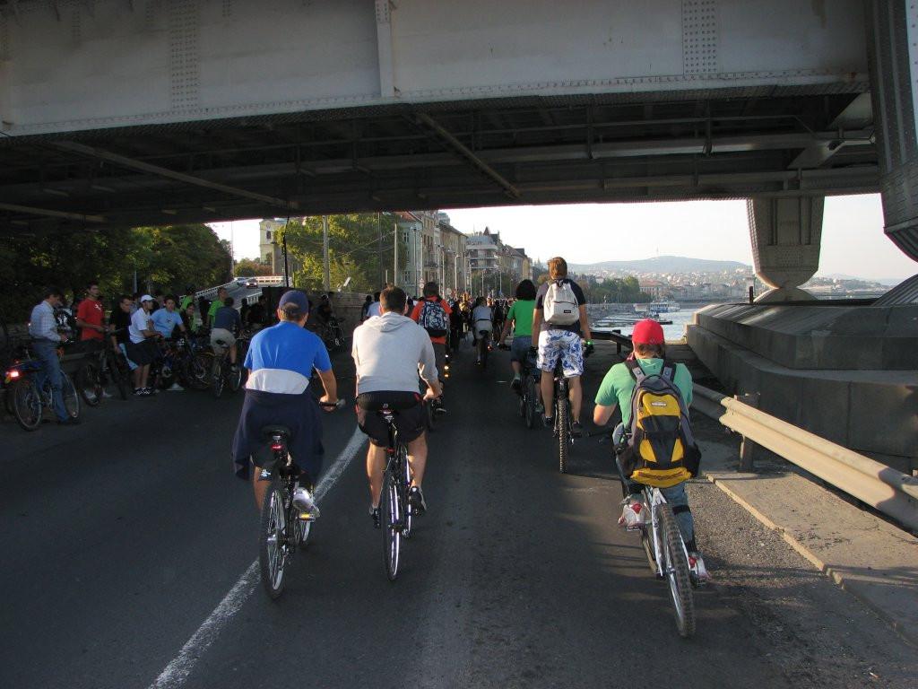 IMG 5289 Erzsébet híd alatt