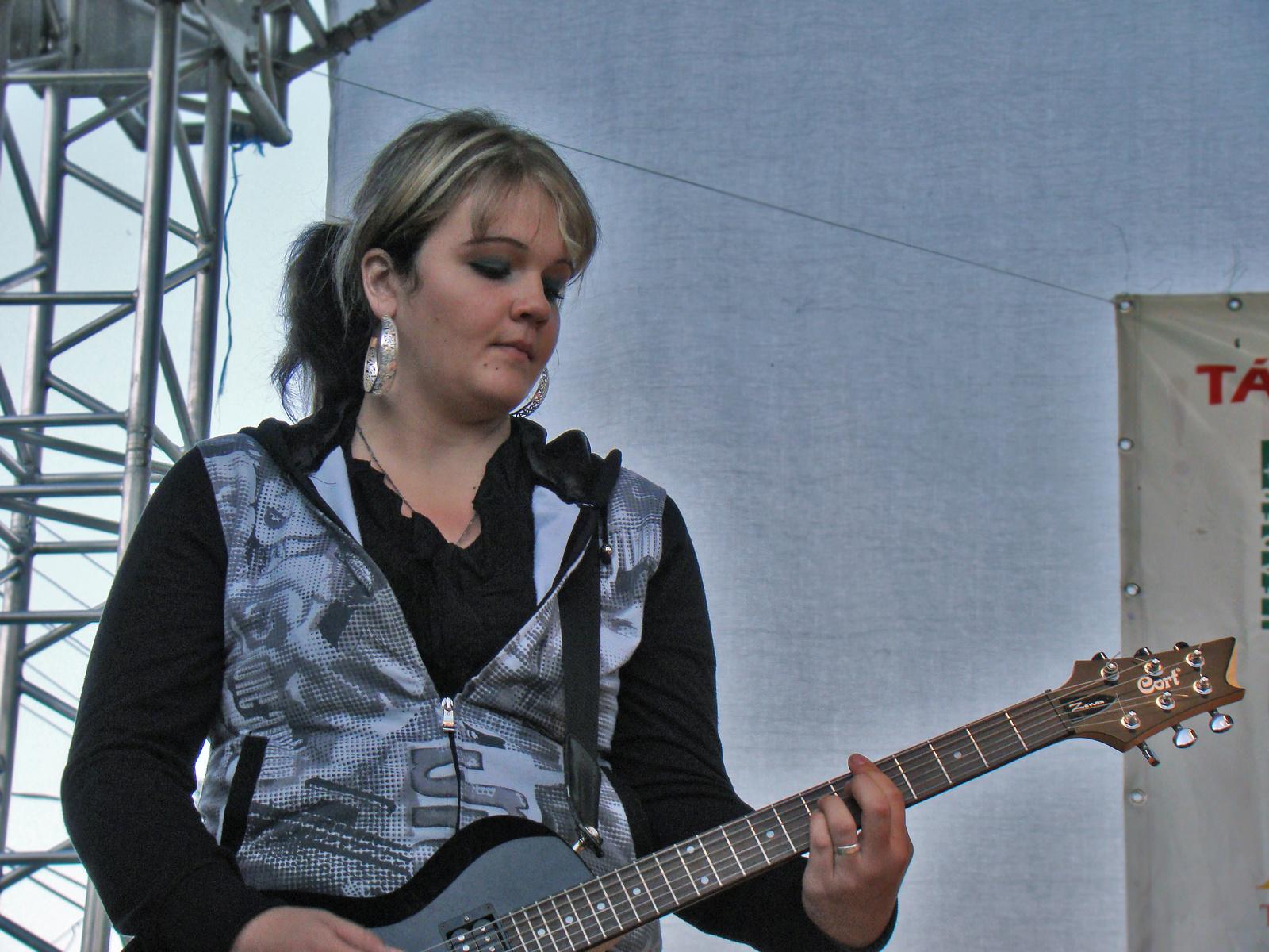 Réka, a szólógitáros